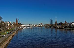 Mainufer, Blick auf Dom und EZB