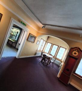 Lobdengau-Museum 1. Stock, Weitwinkel-Aufnahme, historische Möbel
